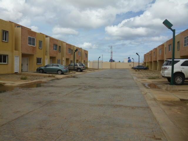 Townhouse Falcon>Punto Fijo>Puerta Maraven - Venta:40.000 US Dollar - codigo: 18-398