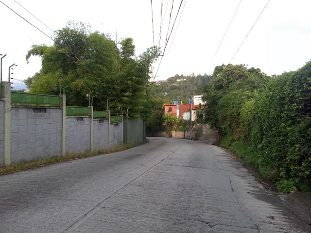 Terreno Distrito Metropolitano>Caracas>La Boyera - Venta:3.000.000 Precio Referencial - codigo: 18-1166