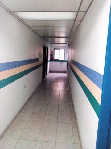 Edificio Miranda>Los Teques>Municipio Guaicaipuro - Venta:350.000 Precio Referencial - codigo: 18-724