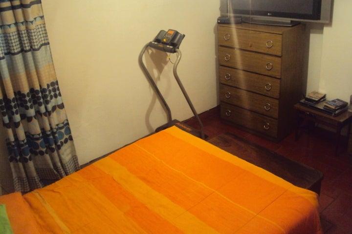 Apartamento Distrito Metropolitano>Caracas>San Martin - Venta:34.000 Precio Referencial - codigo: 18-767