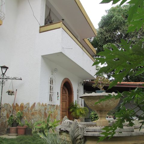 Casa Distrito Metropolitano>Caracas>Colinas de Bello Monte - Venta:160.000 US Dollar - codigo: 18-888