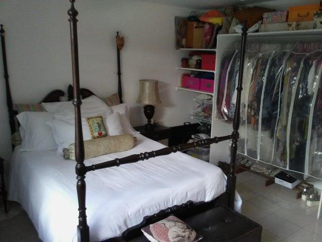 Apartamento Distrito Metropolitano>Caracas>El Marques - Venta:100.000 Precio Referencial - codigo: 18-1557