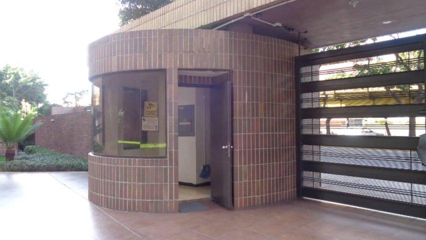 Apartamento Distrito Metropolitano>Caracas>Plaza Venezuela - Venta:25.200 Precio Referencial - codigo: 18-982