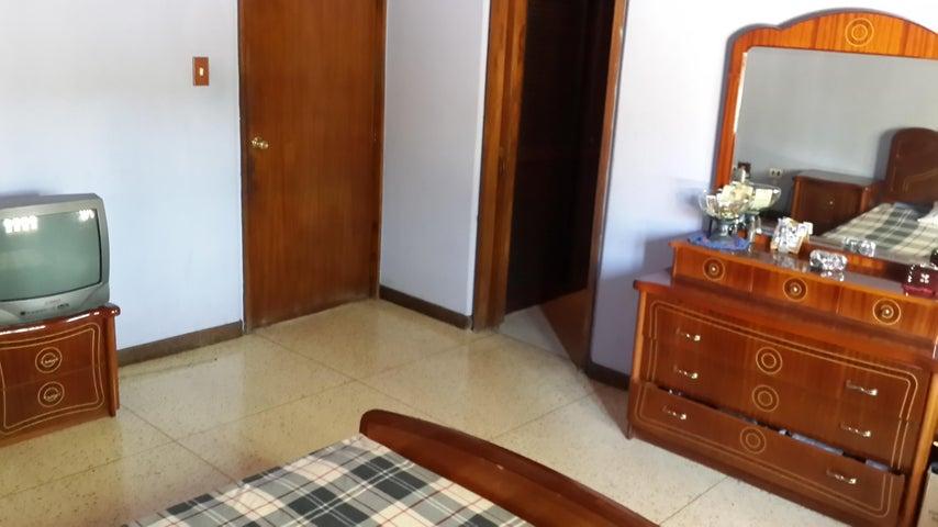Casa Distrito Metropolitano>Caracas>La California Norte - Venta:150.000 Precio Referencial - codigo: 18-1368