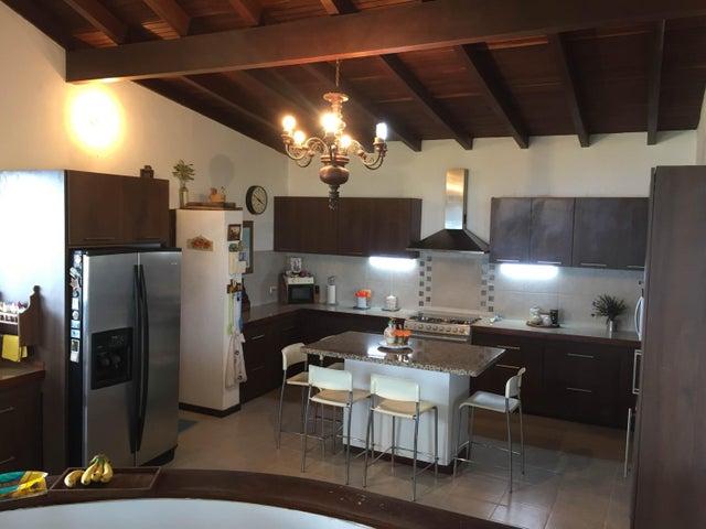 Casa Distrito Metropolitano>Caracas>Oripoto - Venta:220.000 Precio Referencial - codigo: 18-1409