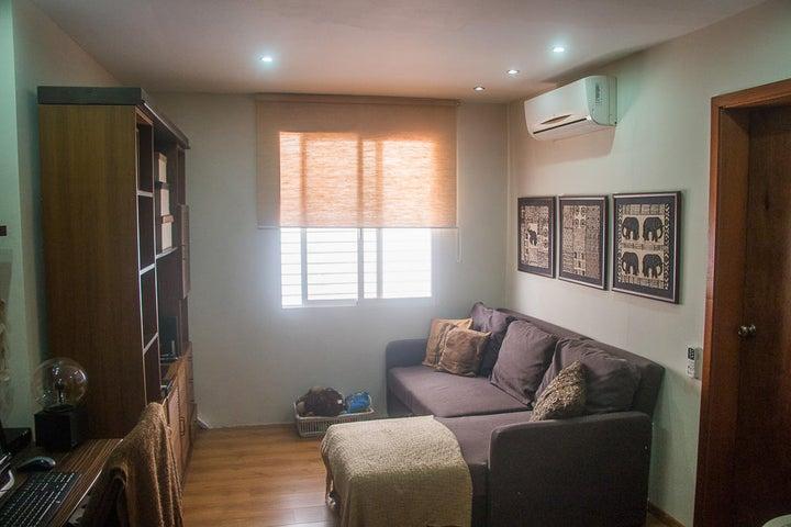 Apartamento Distrito Metropolitano>Caracas>Oripoto - Venta:54.000.000.000 Bolivares Fuertes - codigo: 18-1444