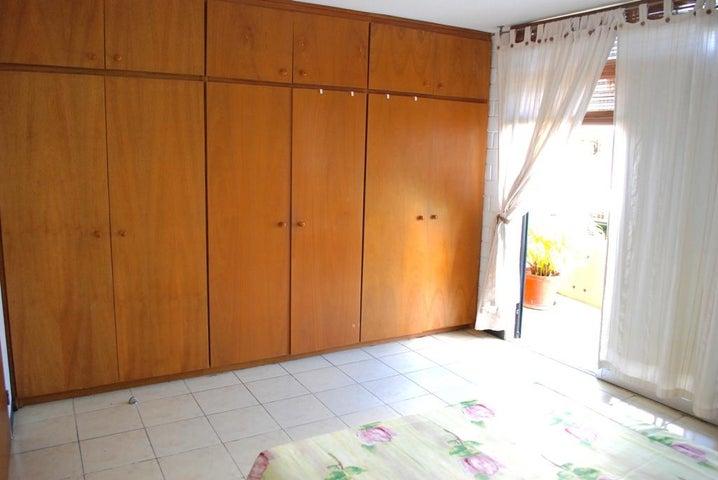 Townhouse Miranda>Guarenas>Nueva Casarapa - Venta:25.000 Precio Referencial - codigo: 18-1554