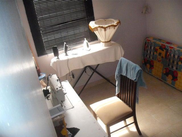 Townhouse Miranda>Guarenas>Nueva Casarapa - Venta:25.000 Precio Referencial - codigo: 18-1555