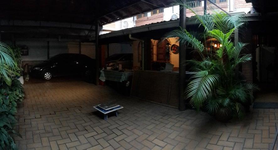 Casa Distrito Metropolitano>Caracas>La Trinidad - Venta:95.000 Precio Referencial - codigo: 18-1616
