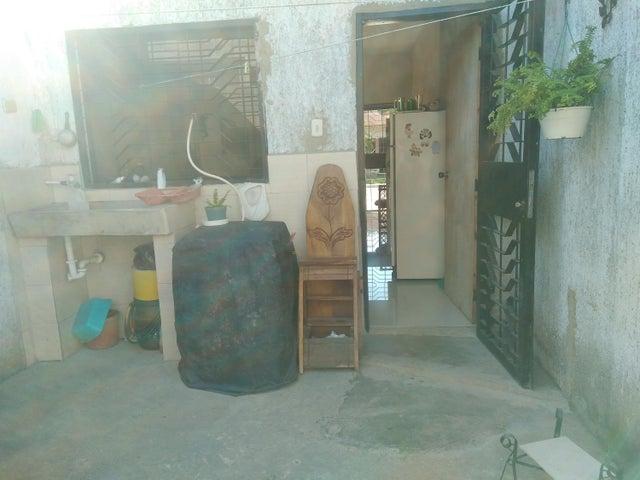 Casa Carabobo>Valencia>Flor Amarillo - Venta:884.000 Precio Referencial - codigo: 18-2076