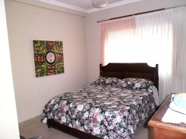 Casa Aragua>Maracay>El Castaño (Zona Privada) - Venta:150.000 Precio Referencial - codigo: 18-2002