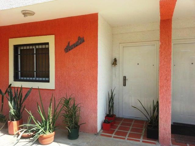 Townhouse Zulia>Ciudad Ojeda>Avenida Vargas - Alquiler:649.000.000 Precio Referencial - codigo: 18-2029