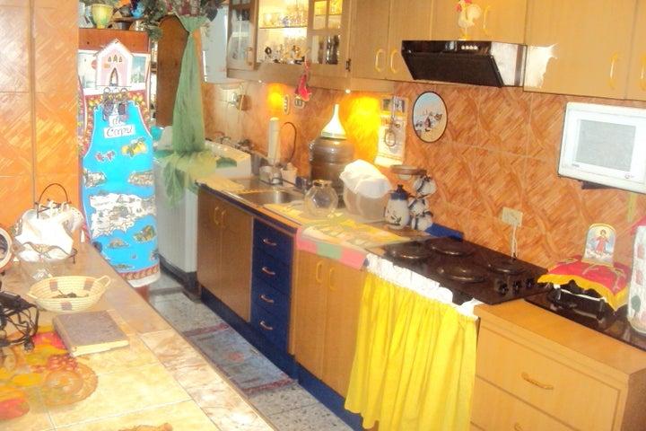 Apartamento Distrito Metropolitano>Caracas>San Martin - Venta:135.238.000.000 Precio Referencial - codigo: 18-2038
