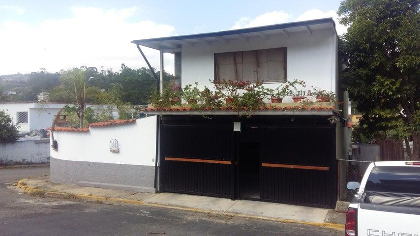 Casa Miranda>San Antonio de los Altos>Los Castores - Venta:29.566.000 Precio Referencial - codigo: 18-2039