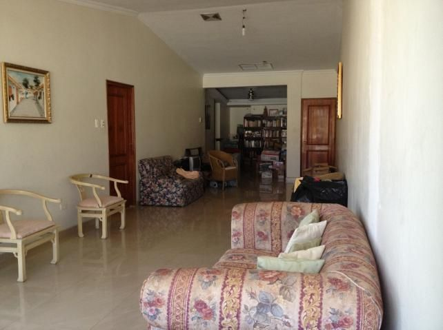 Townhouse Zulia>Maracaibo>Circunvalacion Dos - Venta:64.731.000.000 Precio Referencial - codigo: 18-2042