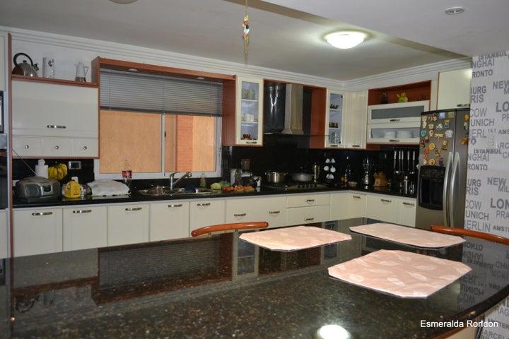 Townhouse Zulia>Maracaibo>Circunvalacion Dos - Venta:958.825.000 Precio Referencial - codigo: 18-2042