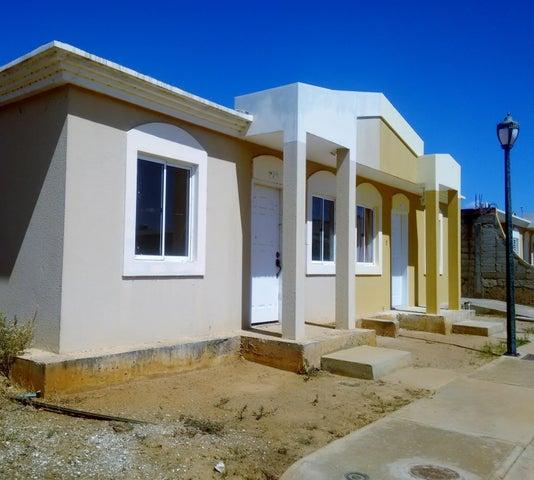 Townhouse Zulia>Santa Rita>Via Principal - Venta:6.854.000.000 Precio Referencial - codigo: 18-2056