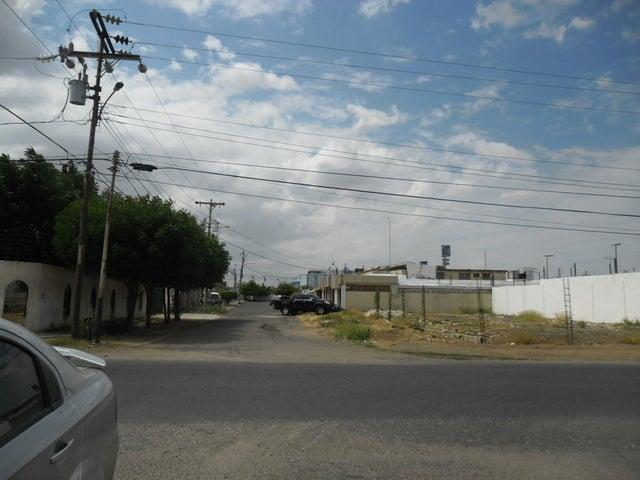 Terreno Zulia>Municipio San Francisco>La Coromoto - Venta:646.000 Precio Referencial - codigo: 18-2081
