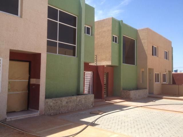 Townhouse Falcon>Punto Fijo>Puerta Maraven - Venta:18.033.000  - codigo: 18-2090