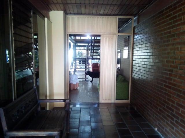 Casa Lara>Barquisimeto>Nueva Segovia - Venta:264.480.000 Precio Referencial - codigo: 18-2102