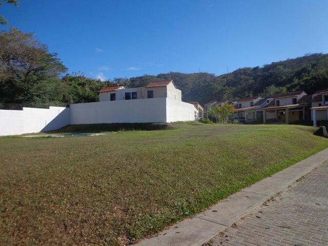 Townhouse Carabobo>Municipio Naguanagua>Tazajal - Venta:8.075.000.000 Bolivares - codigo: 18-2185