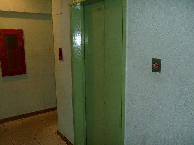 Apartamento Aragua>Maracay>Avenida Constitucion - Venta:4.512.000.000 Bolivares Fuertes - codigo: 18-2198