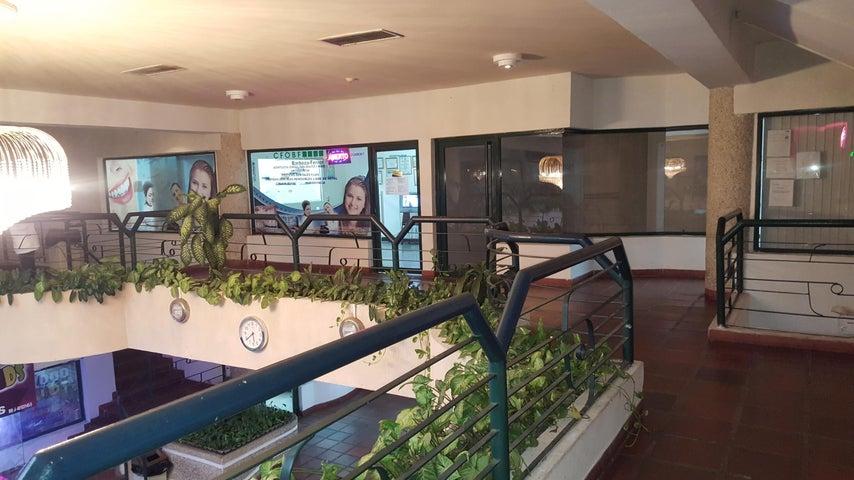 Local Comercial Zulia>Cabimas>Carretera H - Venta:7.106.000.000 Bolivares - codigo: 18-2188