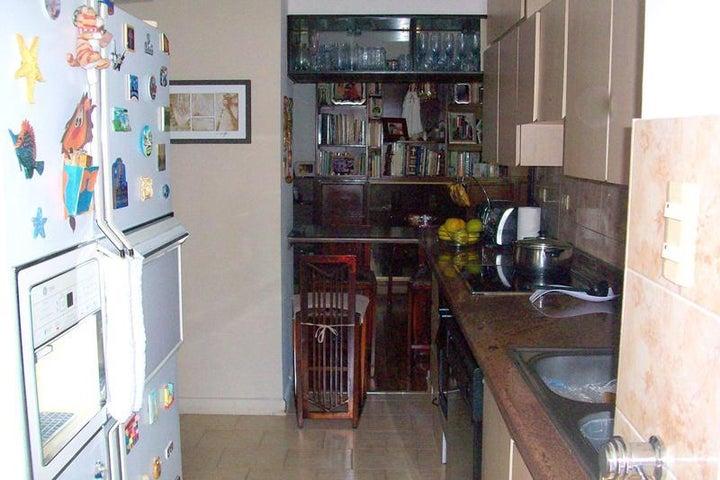 Apartamento Distrito Metropolitano>Caracas>Prado Humboldt - Venta:50.000 US Dollar - codigo: 18-2215