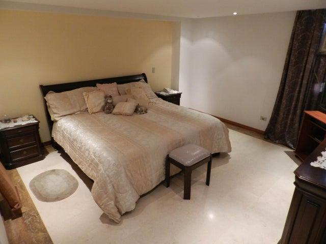 Apartamento Distrito Metropolitano>Caracas>Las Mercedes - Alquiler:138.000.000 Bolivares Fuertes - codigo: 18-2212
