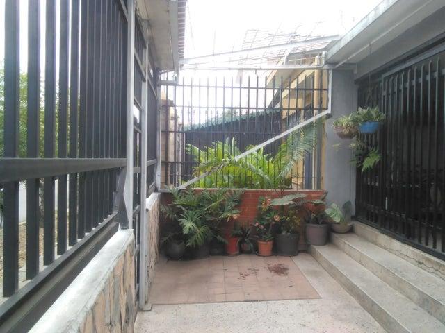 Casa Lara>Barquisimeto>Centro - Venta:40.000 Precio Referencial - codigo: 18-2230