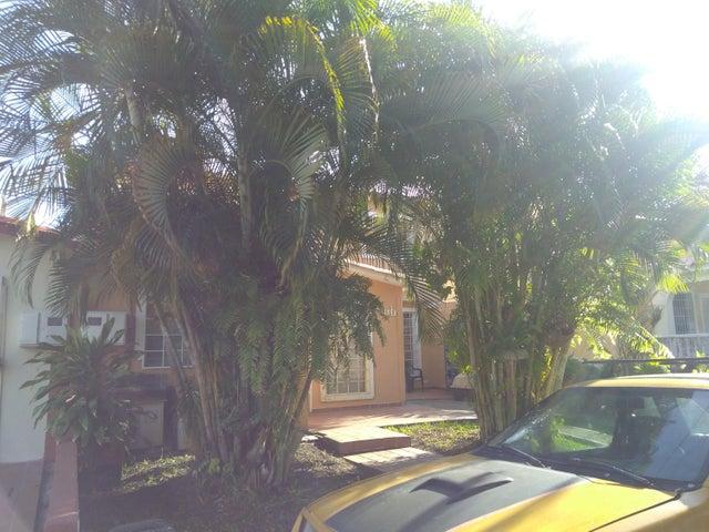 Casa Lara>Cabudare>Prados del Golf - Venta:12.000 US Dollar - codigo: 18-2203