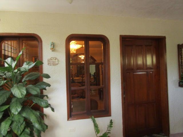 Casa Zulia>Maracaibo>Circunvalacion Dos - Venta:95.224.000 Precio Referencial - codigo: 18-2487
