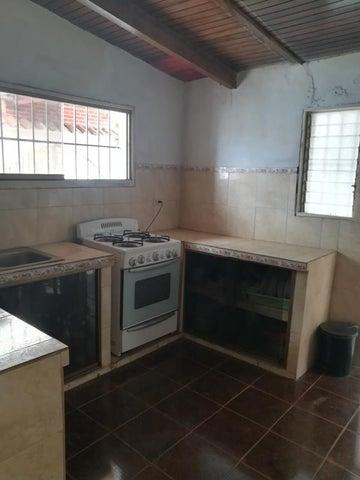 Casa Miranda>Cua>Santa Rosa - Venta:2.829.000.000 Bolivares - codigo: 18-3640