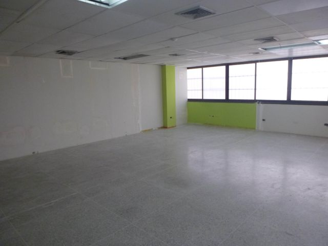 Oficina Distrito Metropolitano>Caracas>La Urbina - Alquiler:175.000 Precio Referencial - codigo: 18-3206