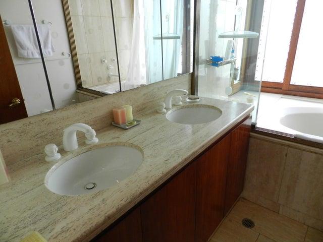 Casa Distrito Metropolitano>Caracas>Altamira - Venta:1.300.000 Precio Referencial - codigo: 18-3398
