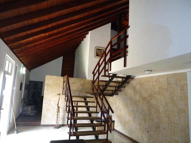 Casa Distrito Metropolitano>Caracas>El Marques - Venta:43.000.000.000 Bolivares - codigo: 18-3590