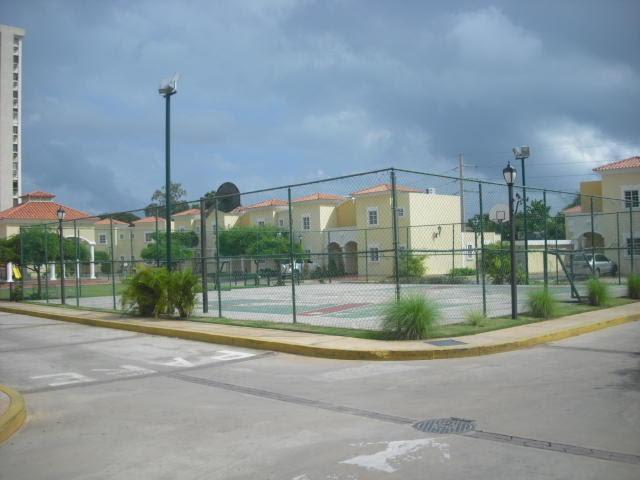 Townhouse Zulia>Maracaibo>Avenida Universidad - Venta:199.385.000 Precio Referencial - codigo: 18-3599