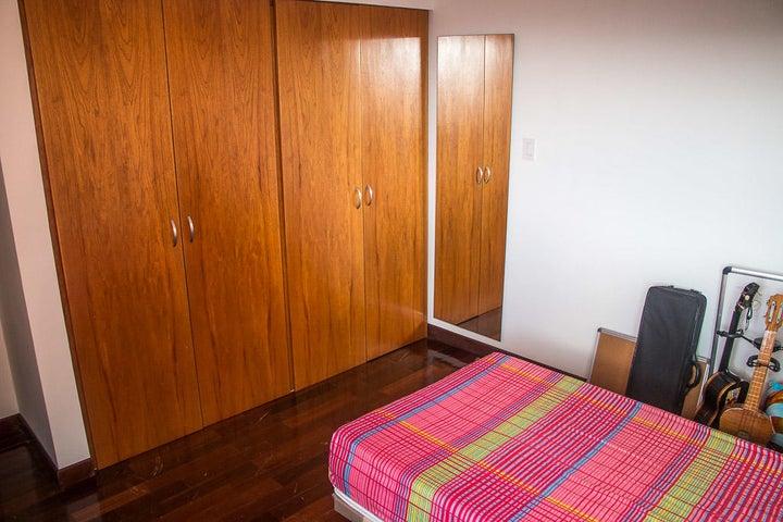 Apartamento Distrito Metropolitano>Caracas>Mirador de Los Campitos I - Venta:2.126.673.000.000 Precio Referencial - codigo: 18-3638