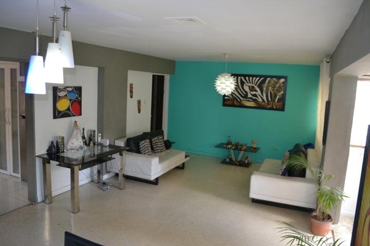 Apartamento Distrito Metropolitano>Caracas>Los Palos Grandes - Venta:31.725.000.000 Bolivares Fuertes - codigo: 18-3647