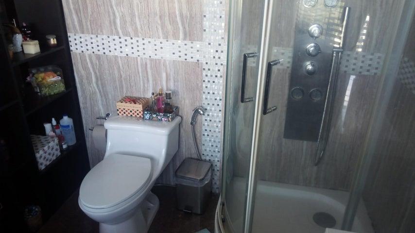 Apartamento Distrito Metropolitano>Caracas>La Boyera - Venta:112.000 US Dollar - codigo: 18-3696
