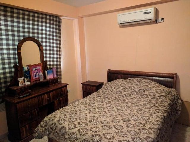 Apartamento Carabobo>Municipio Naguanagua>Barbula - Venta:8.500 US Dollar - codigo: 18-3711