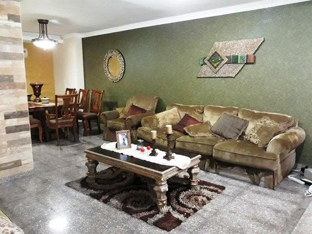 Townhouse Zulia>Cabimas>Las 40 - Venta:270.942.000 Precio Referencial - codigo: 18-3785