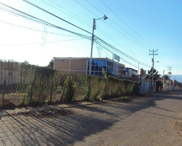Terreno Falcon>Coro>Avenida Independencia - Venta:4.800 Precio Referencial - codigo: 18-3839