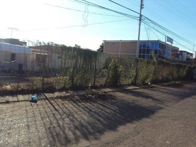Terreno Falcon>Coro>Avenida Independencia - Venta:5.900 US Dollar - codigo: 18-3839