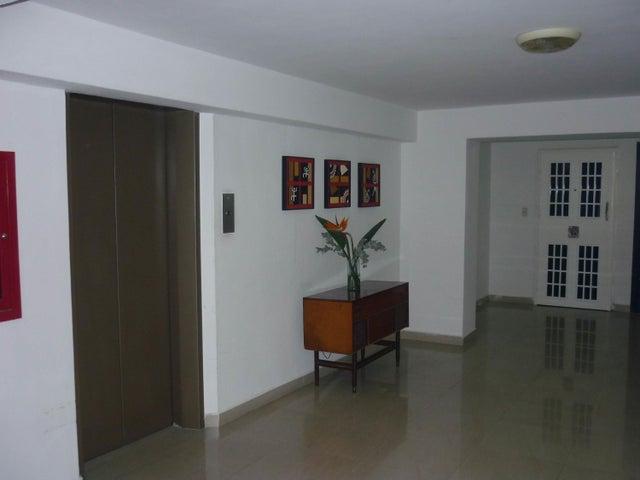 Apartamento Aragua>Maracay>Los Chaguaramos - Venta:18.000 US Dollar - codigo: 18-3895
