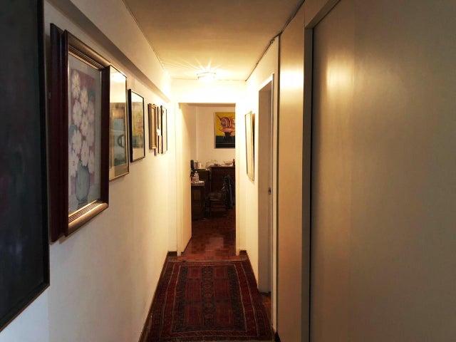 Apartamento Distrito Metropolitano>Caracas>Cumbres de Curumo - Venta:170.000 Precio Referencial - codigo: 18-4075