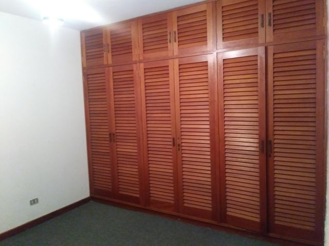 Casa Distrito Metropolitano>Caracas>La Lagunita Country Club - Venta:291.281.000 Precio Referencial - codigo: 18-5087