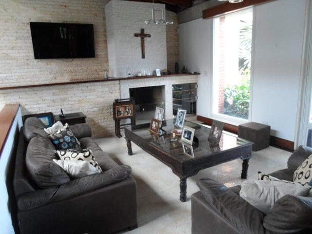 Casa Distrito Metropolitano>Caracas>Alto Hatillo - Venta:2.500.000 Precio Referencial - codigo: 18-4665