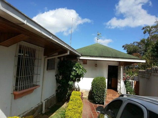 Casa Vargas>El Junquito-Vargas>El Junko Country Club - Venta:85.000 Precio Referencial - codigo: 18-4731
