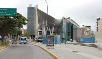 Local Comercial Distrito Metropolitano>Caracas>Los Dos Caminos - Venta:2.233.263.000.000 Precio Referencial - codigo: 18-4877